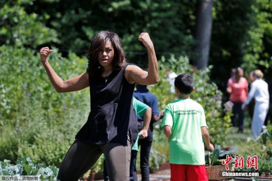 Michelle Obama flexing her muscles.